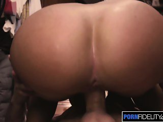 PORNFIDELITY Candice Dare Bounces Her Big Booty on Cock to Squirt