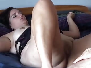 Mature fisted to orgasm