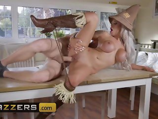 Porn parody - Brooklyn Blue is the busty scarcrow of OZ - Brazzers