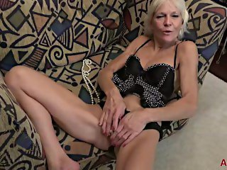 Mature Blonde Mimi Smith Fucks Her GILF Pussy