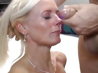 Horny MILF Gives Deepthroat Blowjob Like a PRO
