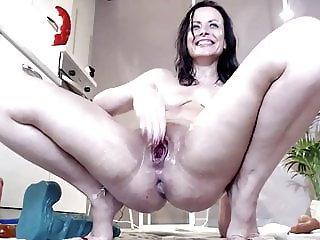 Naughtyelle squirt fist anal