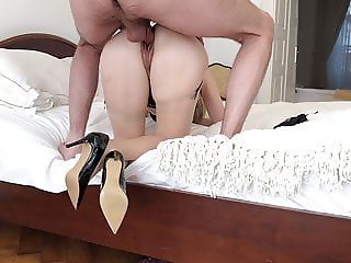 Attractive MILF Has an Amazing Sex Session