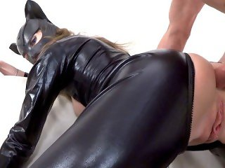 Catwoman cosplay ass to mouth fucked jerking him off on her face. Mia
