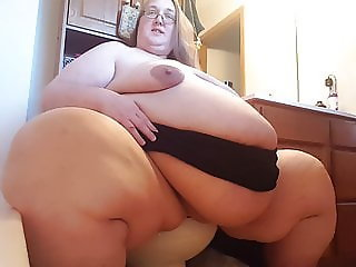 Tiny Toilet SSBBW