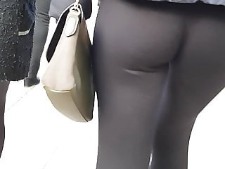 Some serious jiggle with these leggings