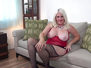 Chubby booty and busty amateur mature mom