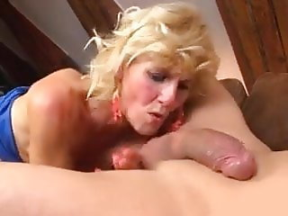 GRANNIES LOVE SUCKING COCK