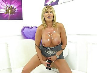 Posh mature mother with big hungry pussy