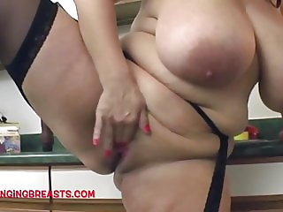 Maria Moore fucks her pussy at home