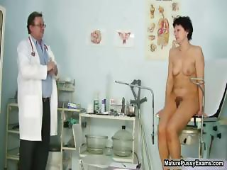 Doctor inserts a speculum part4