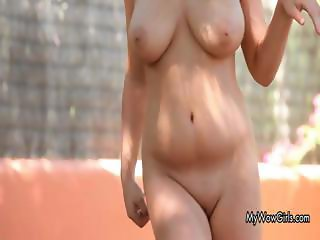 Very sexy brunette babe Laida is cooling part1