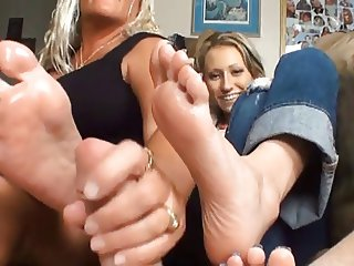 2 Girls Sexy Footjob
