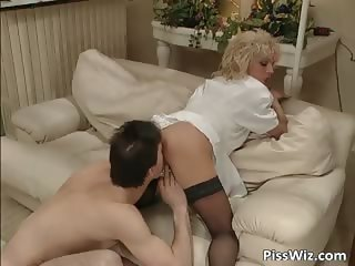 Crazy blonde slut enjoys in fisting part6