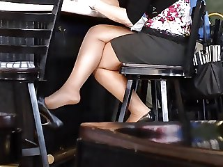Candid Sexy Crossed Legs 7 (+slow motion)