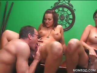 Teen twat fingered in 3some with mom