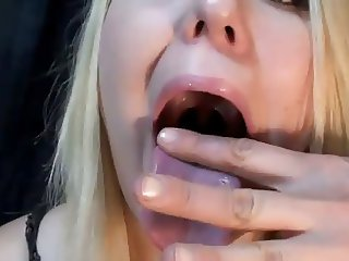 long tongue blonde on webcam