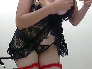 Cute girl with nice ass on webcam
