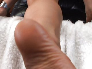 She really wants to give a footjob now