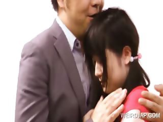 Teen asian gets cunt licked in a show