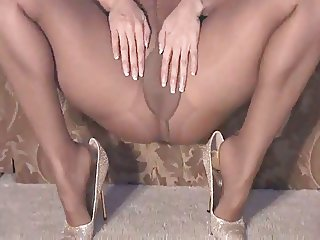 Slutty Sammi Rubs One Out In Her Pantyhose