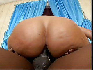 Big-assed latina spreads open her pussy