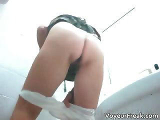 A huge pissing sequence voyeur flick  part1