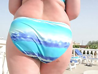 Milf in Bikini show her beautiful round ass close up