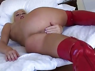 Melissa masturbates in latex boots