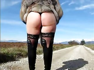 Italian exhibitionist mom