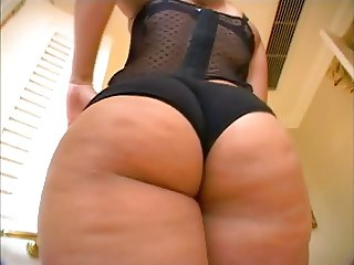 Menage A Roz Is A Phatty Girl