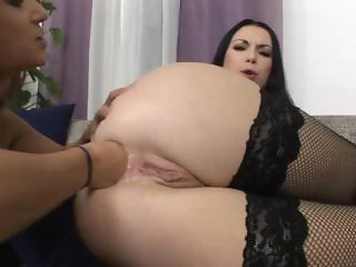 Isabella having two hands in her anal
