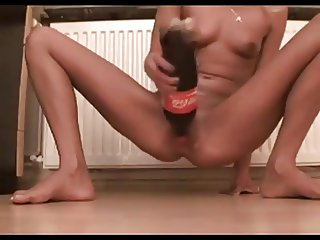 SDRUWS2 - GIRL PLAYS WITH BIG COKE BOTTLE IN HER TINY PUSSY