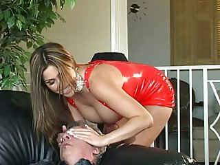 Lucky guy gets his pole serviced by 2 hotties