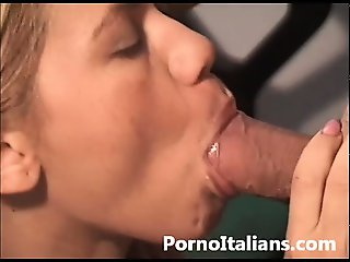 Segretaria italiana in calore fa pompino - italian secretary blowjob