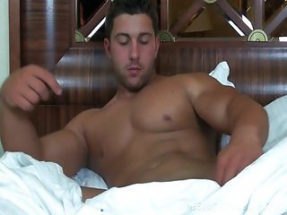 Solo muscle jerk off