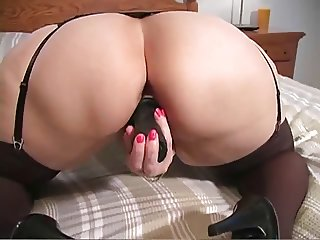 PAWG Plays With Dildo