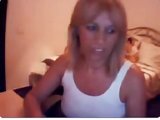 spanish milf flashing on cam