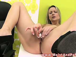 Blonde wet peach babe loves kinky toy play