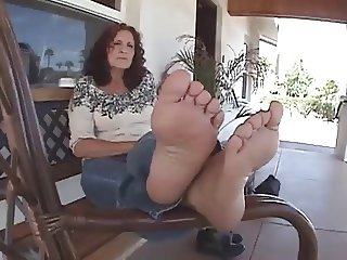 Mature woman with cheesy feet