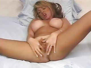 Raylin Maturbating Her Pussy Into A Ooey Gooey Finish