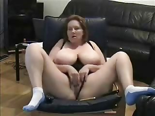 Exhibition of mature lady masturbating. Amateur Older