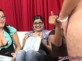 Real babe gives handjob to amateur dude