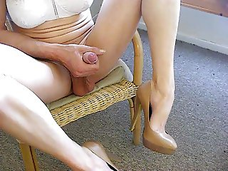 cuming on feet and heels