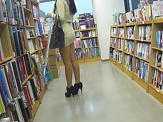 Leggy asian slut upskirt no panties