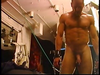 Electro butt plug in bodybuilder hole.