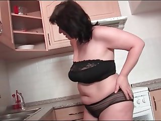 Chubby housewife masturbate in kitchen