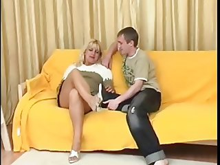 Blonde Russian Milf give her Ass to a lazy guy
