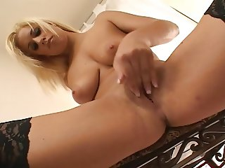 Blond fingers her wet clit
