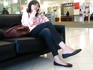Xandid Asian Girl Shoeplay Feet Dangling on the Phone